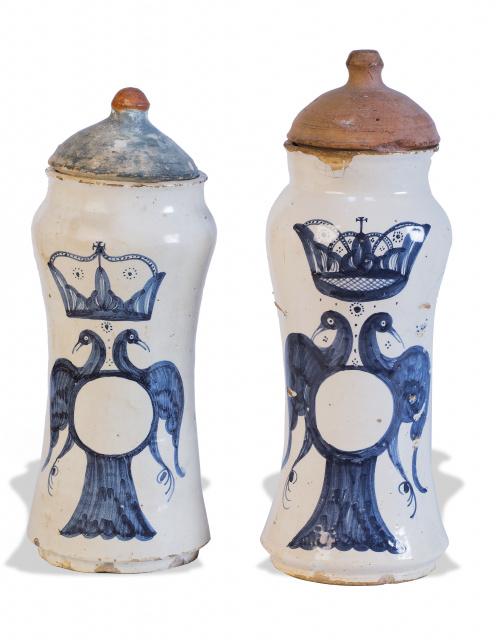 Pareja de botes de farmacia de cerámica esmaltada en azul d