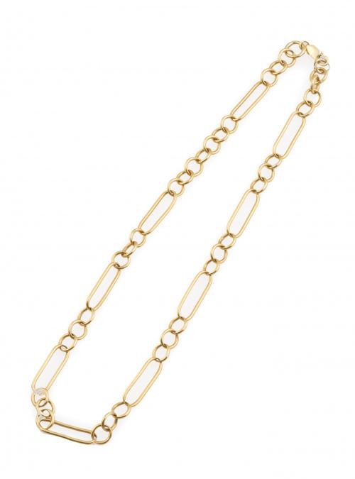 Collar de eslabones circulares y ovales combinados, en oro