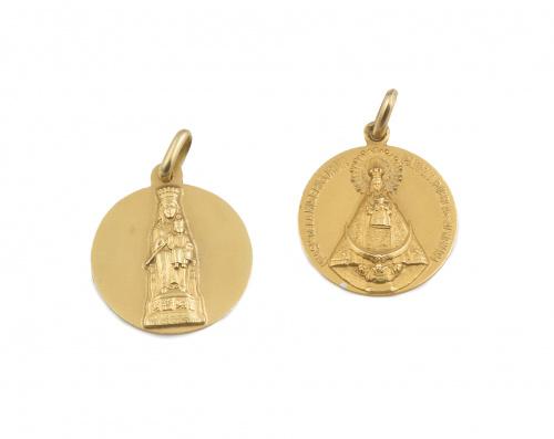 Lote de dos medallas con Virgen en relieve ,en oro amarillo