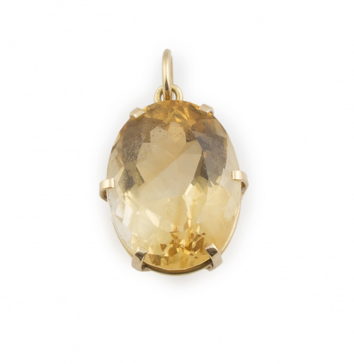Colgante con cuarzo citrino de talla oval en montura de oro