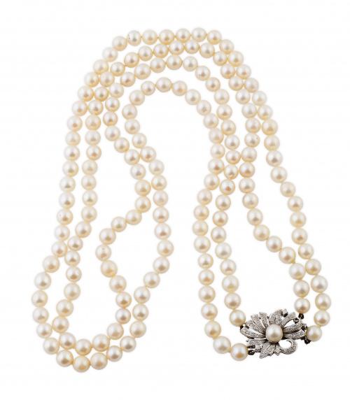 Collar años 50 de dos hilos de perlas cultivadas, con cierr