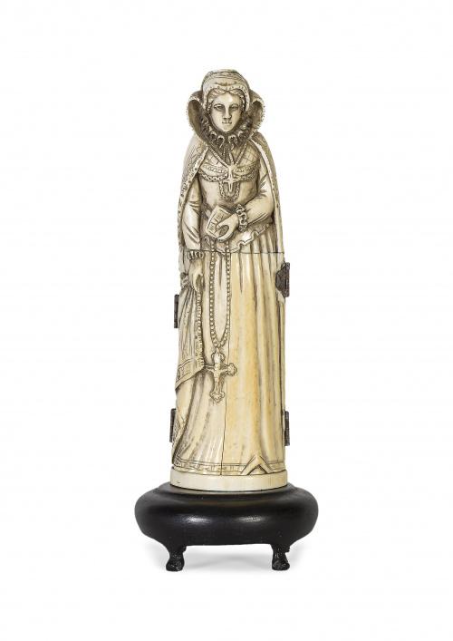 """""""María Estuardo"""" escultura tríptico en marfil tallado, repr"""