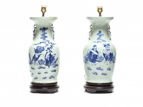 Pareja de jarrones chinos en porcelana de fondo celadón, co