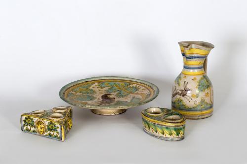 Salvilla de cerámica esmaltada de la serie polícroma un ave