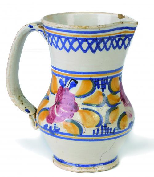 Jarro de cerámica esmaltada con cenefa de flores.Manises,