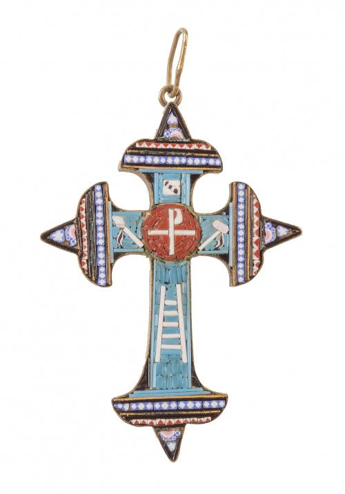 Crucifijo colgante S. XIX realizado con micromosaico de tes