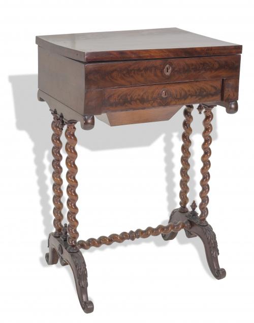 Costurero Luis Felipe de madera de caoba. Francia, S. XIX