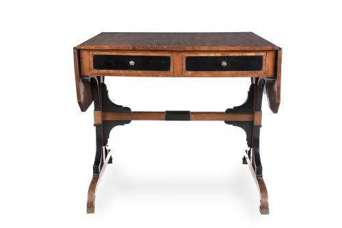Mesa de alas de madera de caoba y madera ebonizada. Traba