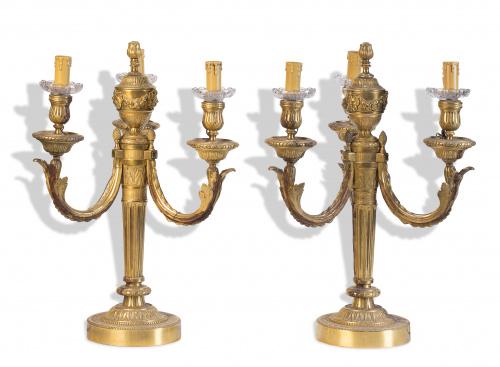 Pareja de candelabros de cuatro brazos de luz de bronce dor