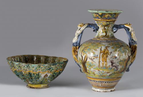 Jarro de cerámica esmaltada de la serie policroma, con esce