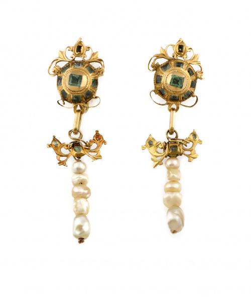 Pendientes largos S.XVIII-XIX con botones de esmeraldas de