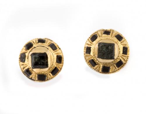 Pendientes S. XVIII-XIX con botón de esmeraldas