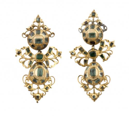 Pendientes populares de esmeraldas S. XVIII - XIX con botón
