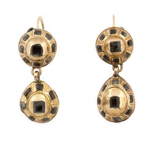 Pendientes largos populares s.XVIII-XIX con botón y perilla
