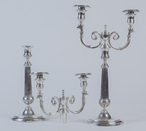 Pareja de candelabros, transformables en candeleros de plat