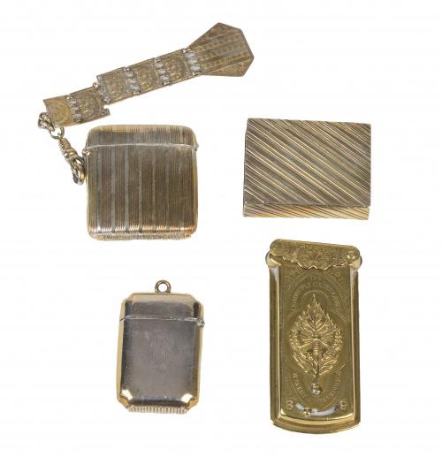 Conjunto de tres cerilleros de plata y plata sobredorada y