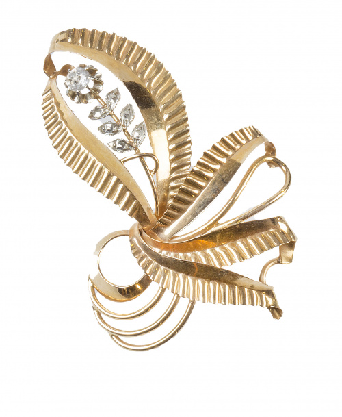 Broche portugués S. XIX con diseño de ramo de flores adorna