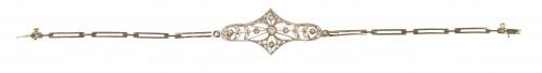 Pulsera de pp. S. XX con pieza central lobulada y calada, c
