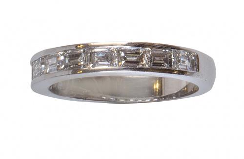 Sortija media alianza con nueve diamantes talla baguette co