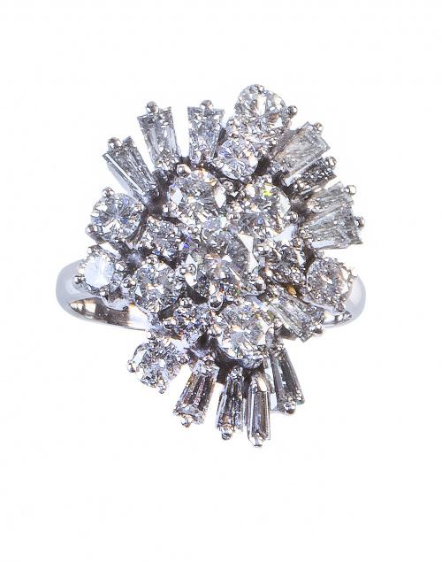 Sortija a modo de racimo de brillantes y diamantes talla tr