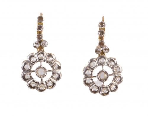 Pendientes largos S. XIX de diamantes,con rosetón calado co