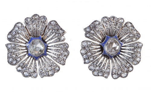 Pendientes flor de ff. S. XIX de diamantes y esmalte azul