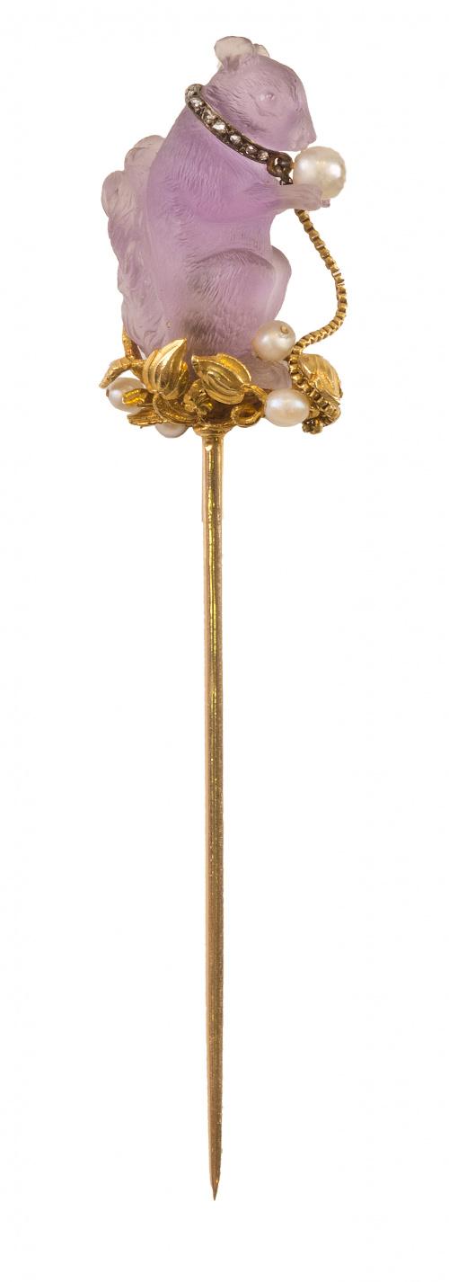 Alfiler de corbata de pp. S. XX en forma de ardilla esculpi