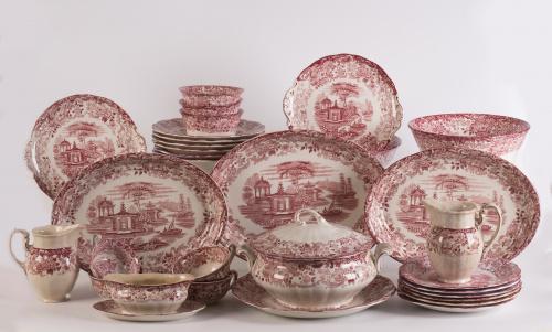 Vajilla en loza de decoración estampada en rosa, con vistas