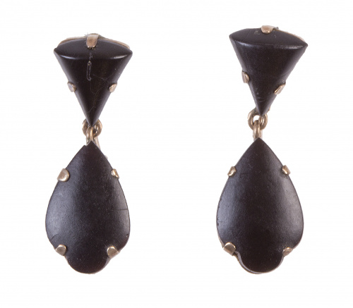 Pendientes largos S. XIX de azabache, diseño de triángulo y