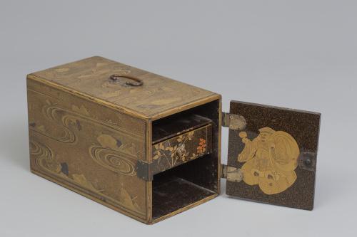 Pequeño cabinet para la ceremonia del incienso en madera la