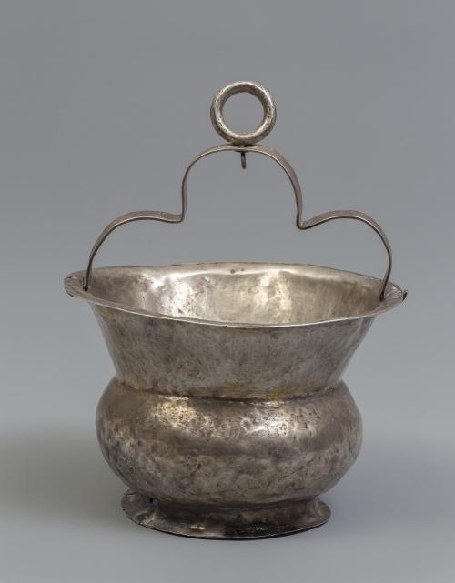 Acetre en plata en su color.Trabajo colonial, S. XVIII