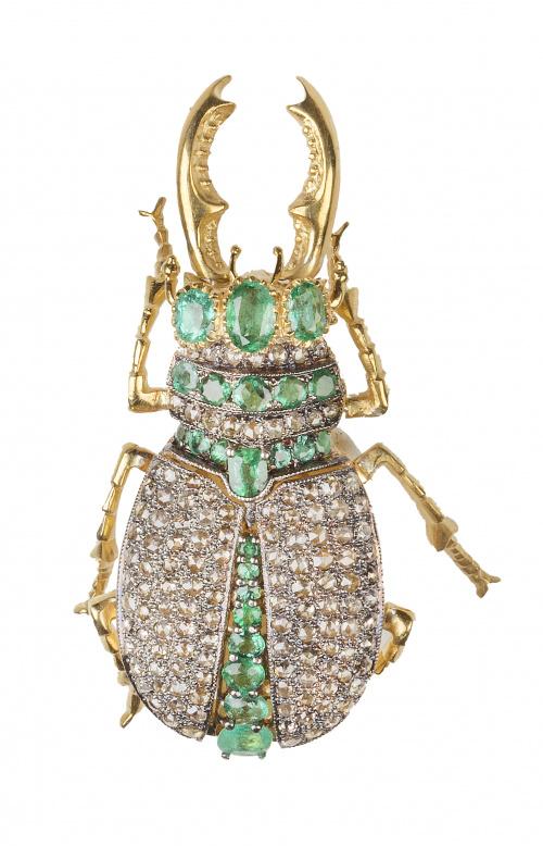 Broche en forma de escarabajo completamente cuajado de diam