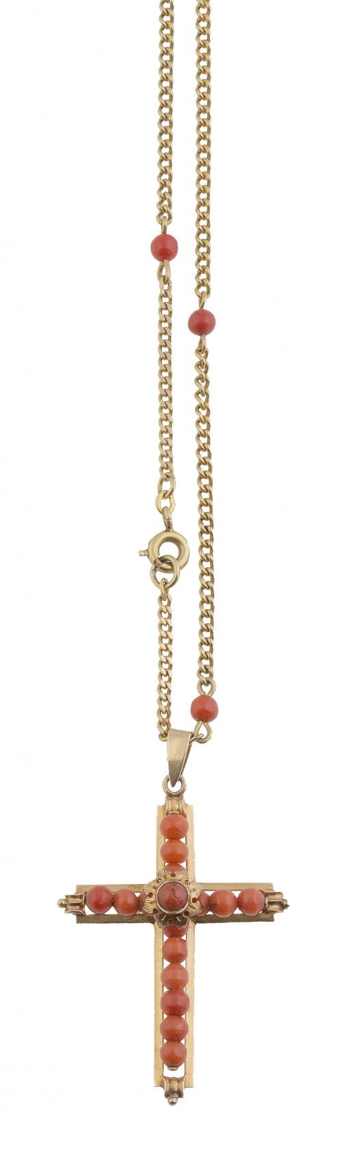 Colgante de cruz de esferas de coral en marco de oro,  con