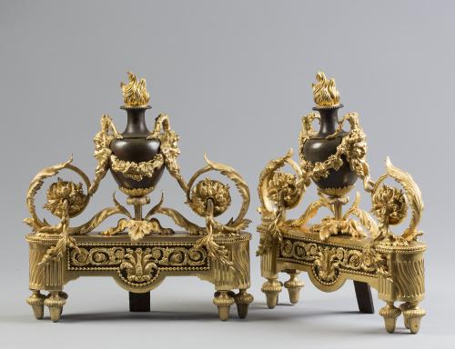 """Pareja de """"chenets"""" Napoleón III de bronce dorado y pavonad"""