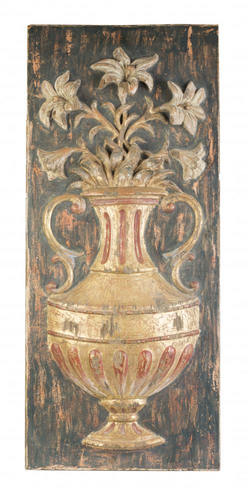 Relieve en madera tallada, dorada y policromada representan