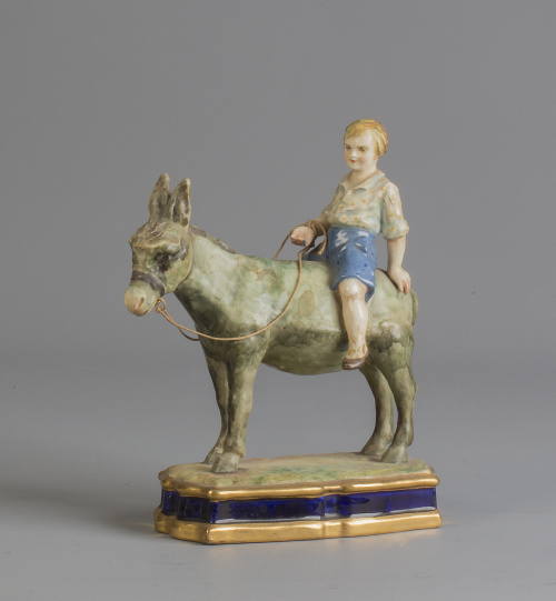 Niño en burro, cerámica esmaltada.Antonio Peyró (1930-194