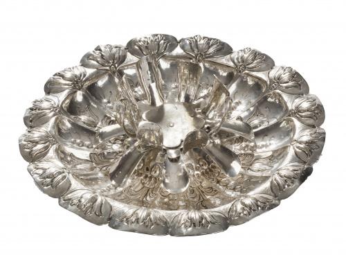 Mancerina de plata en su color de decoración repujada de tu