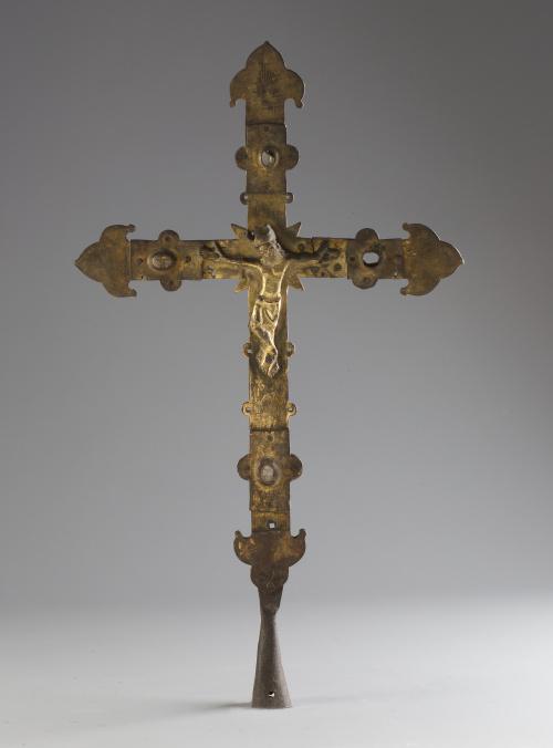 Cruz románica de bronce con piedras simuladas aplicadas en