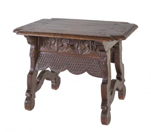 Mesa en madera tallada.Norte de España, S. XVIII