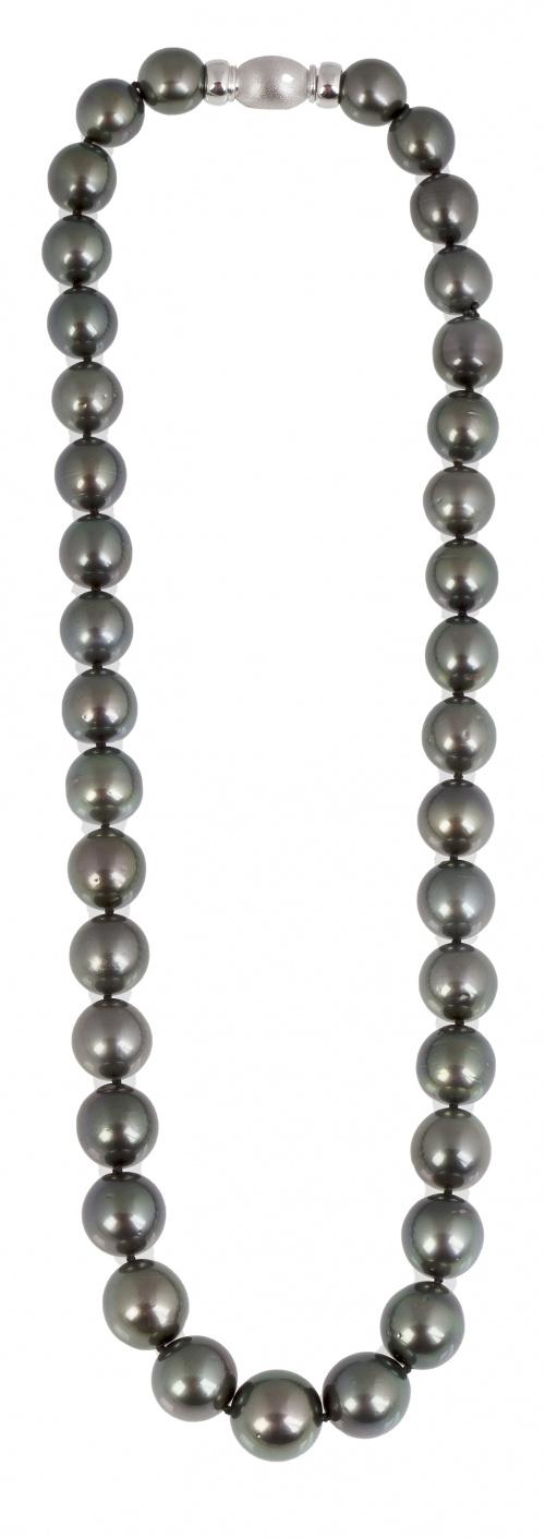 Collar de perlas Tahití de tamaño creciente hacia el centro