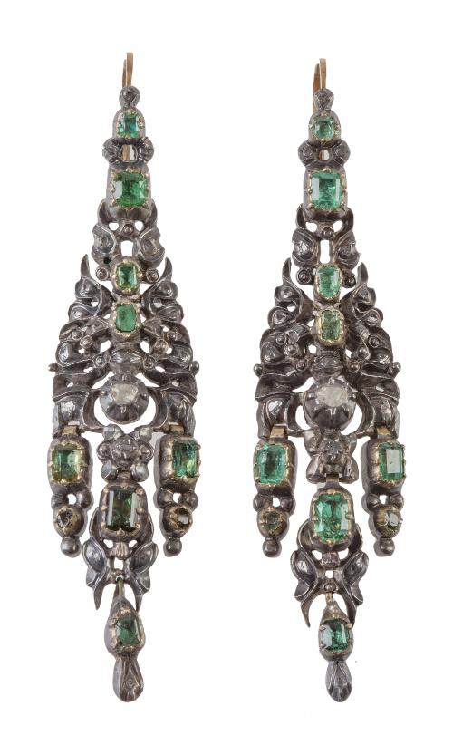 Pareja de arracadas de esmeraldas y diamantes S. XVIII con