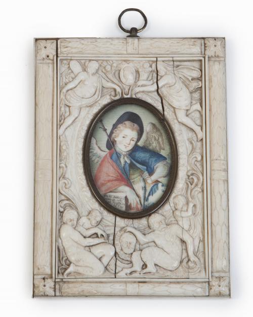 Miniatura de San Rafael con marco de marfil tallado con fig