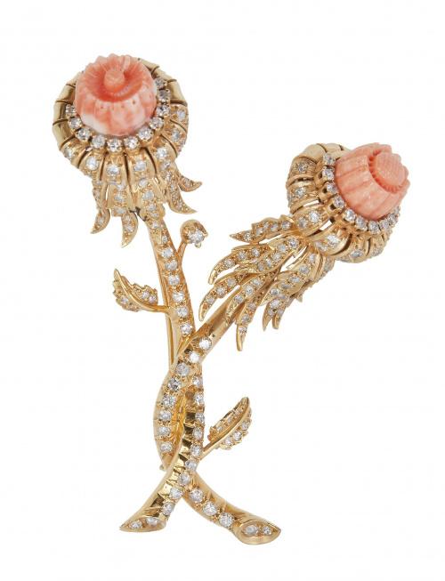 Broche con diseño de flores de cardo de coral y brillantes