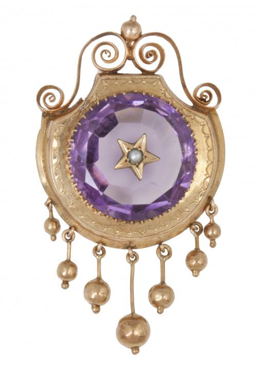 Broche S. XIX de amatista circular con pequeña perla centra