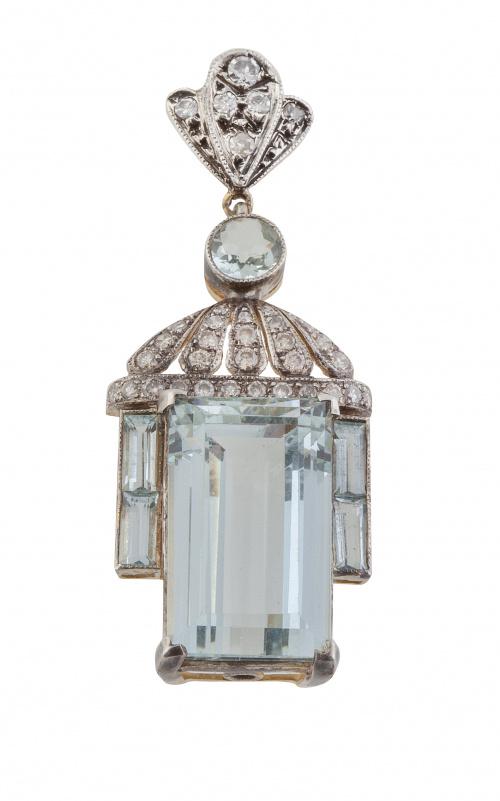 Colgante estilo Belle Epoque con aguamarina talla esmeralda