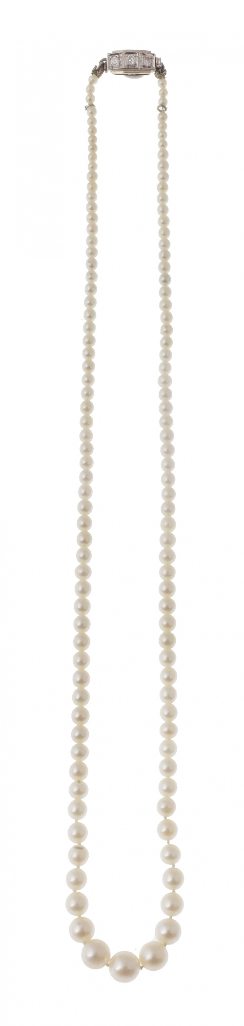 Delicado collar de perlas de pp. S. XX con tamaño creciente