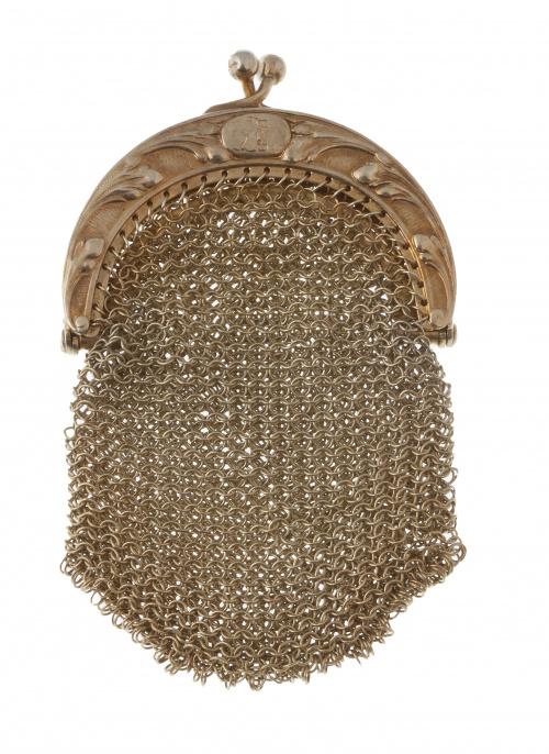 Monedero de pp. S. XX en malla de plata vermeill con boquil