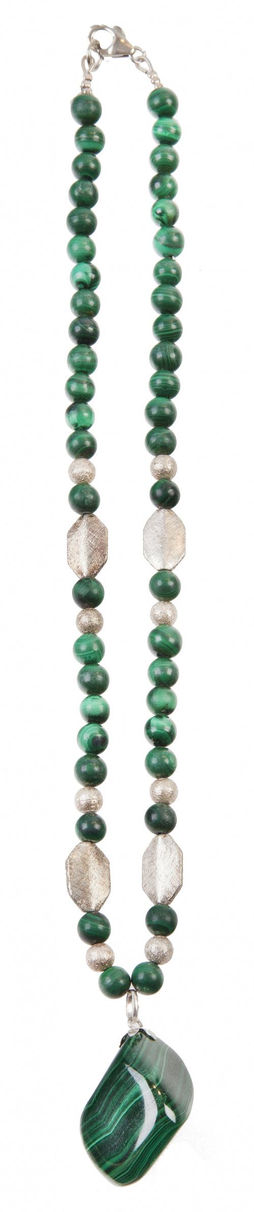 Conjunto de tres collares con malaquita y plata