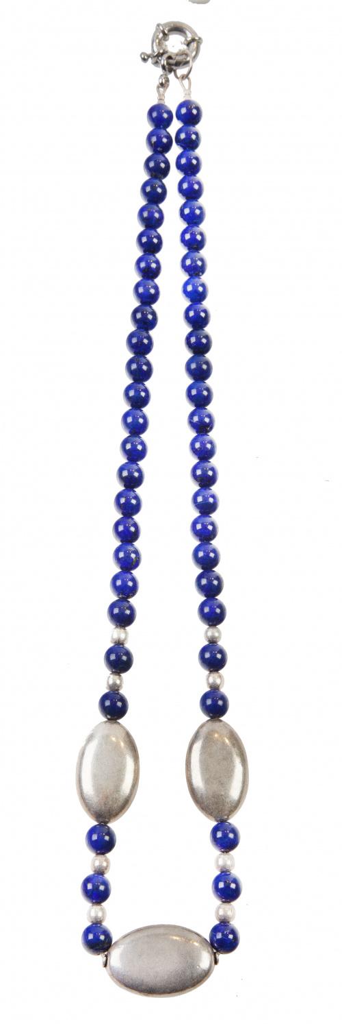 Conjunto de tres collares con lapislazuli, sodalita y esmal