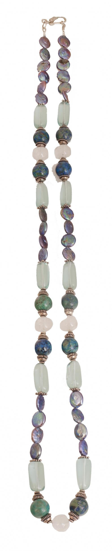 Collar largo de cuarzos azules, piedras verdes y perlas pla